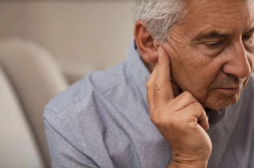 Como lidar com a perda da audição em idosos
